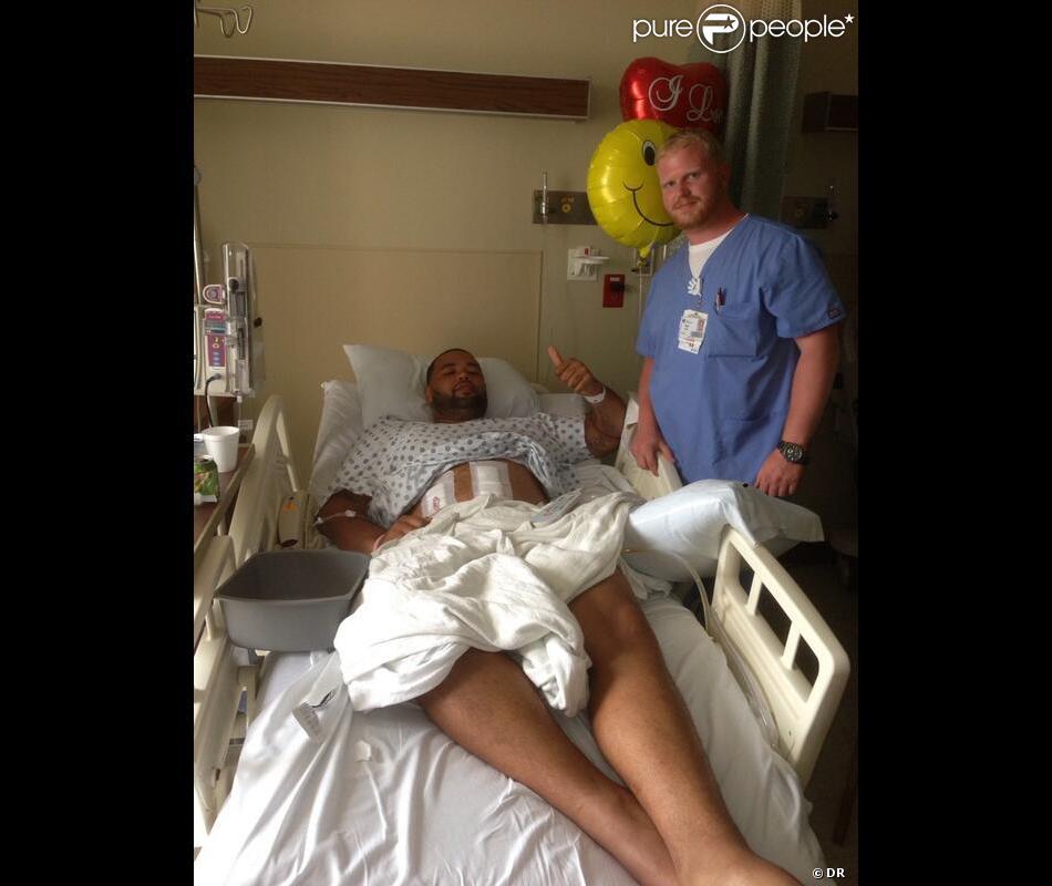 Mike Adams,  offensive tackle  des Pittsburgh Steelers en NFL, a été victime d'une agression devant son domicile le 1er juin 2013. Blessé à l'arme blanche par l'un de ses trois agresseurs, ses jours ne sont pas en danger.