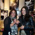 Olivia Provost et Delphine de Turckheim lors de l'exposition Ecris-moi des mots d'Amour, par Alejandra di Andia, photos de Ian Abela, à la boutique Montblanc, le 4 juin 2013.