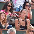 Jade Foret et sa soeur lors du onzième jour des Internationaux de France à Roland-Garros, le 5 juin 2013