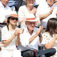 Patrick Poivre d'Arvor et une amie lors du onzième jour des Internationaux de France à Roland-Garros, le 5 juin 2013