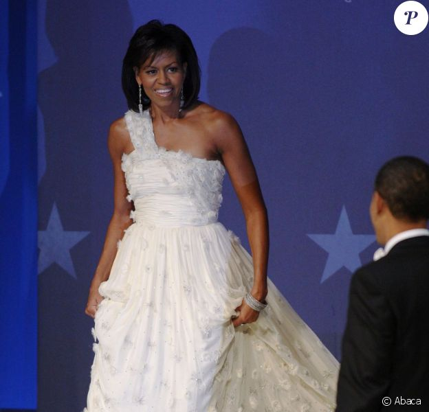 Michelle Obama dans une robe blanche Jason Wu lors du bal d'investiture de Barack Obama