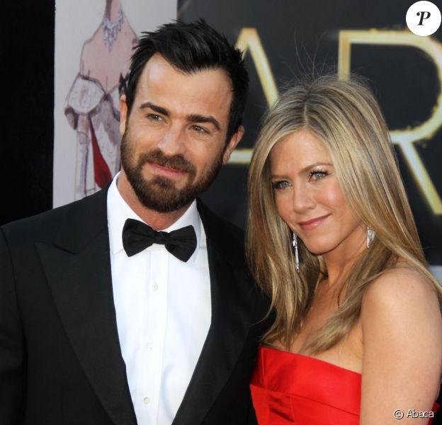Justin Theroux (et ses sourcils bien dessinés) et Jennifer Aniston aux Oscars en février 2013