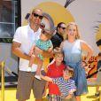 Melissa Joan Hart, Mark Wilkerson, les enfants Braydon, Mason et Tucker à la première de Moi, moche et méchant 2 à Los Angeles, le 22 juin 2013.