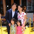 Ken Jeong, sa femme Tran Jeong, et ses deux filles Zooey Jeong et Alexa Jeong lors de la première de Moi, moche et méchant 2 à Los Angeles, le 22 juin 2013.