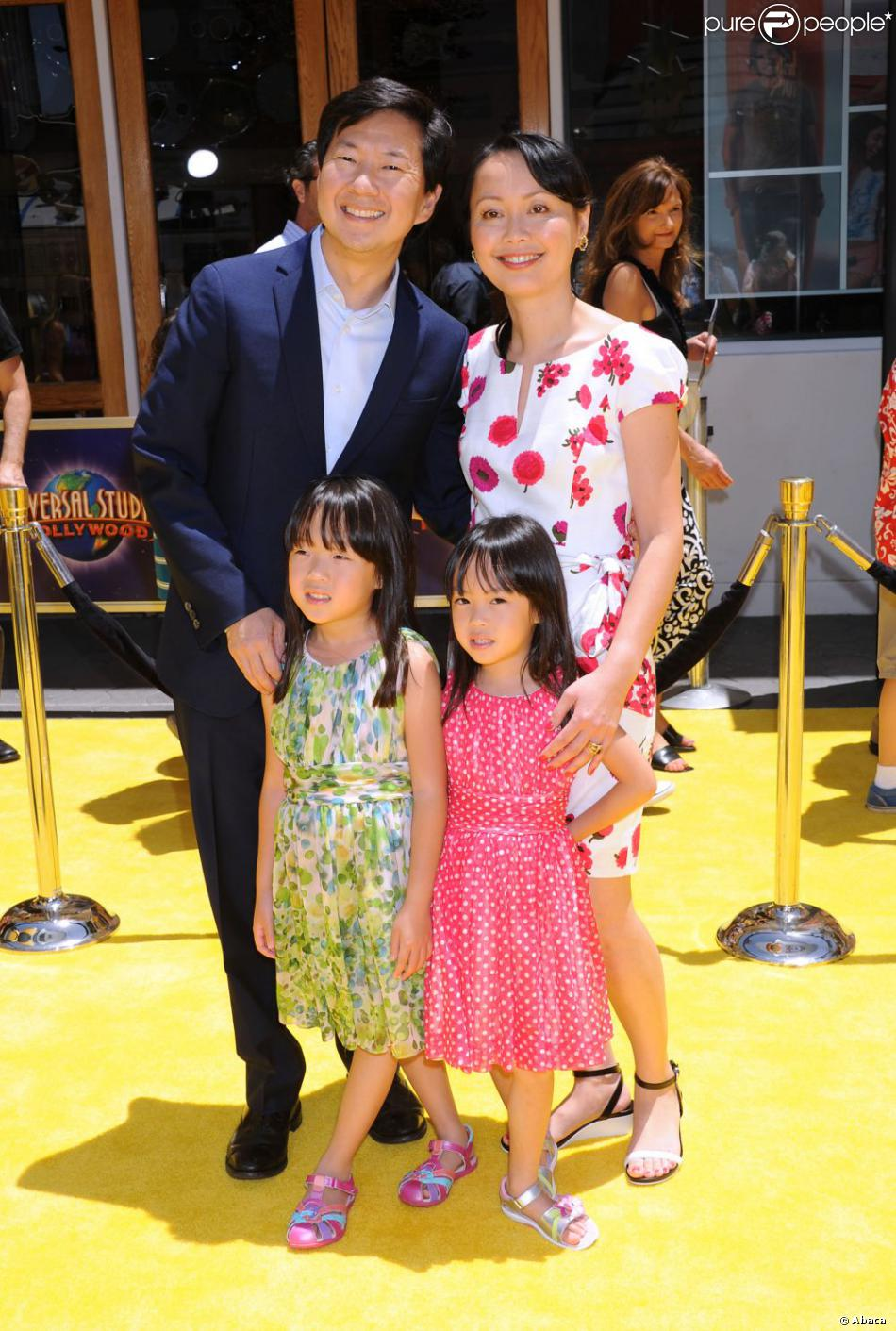 Ken Jeong, sa femme Tran Jeong, et ses deux filles Zooey ...