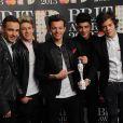 Liam Payne, Niall Horan, Louis Tomlinson, Zayn Malik et Harry Styles avec leur prix Global Success Award à la cérémonie des Brit Awards à Londres, le 20 février 2013.