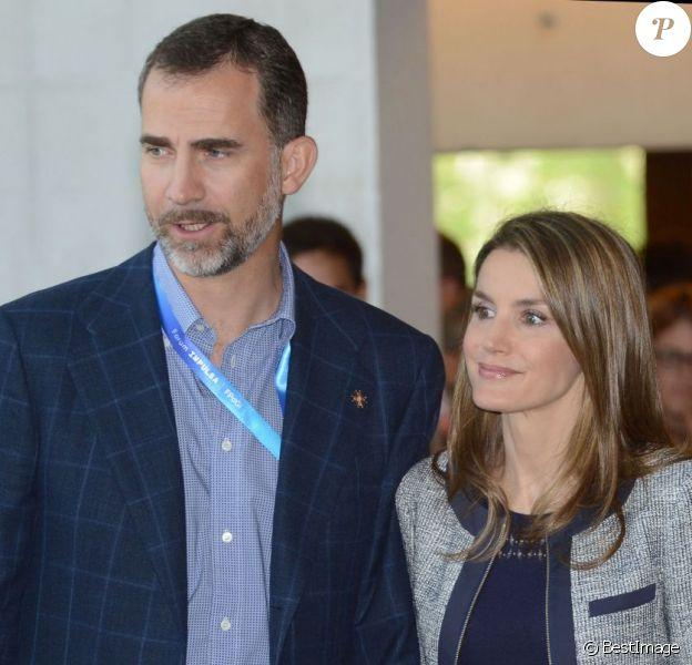 Le prince Felipe et la princesse Letizia d'Espagne, assistent à la clôture d'un Forum sur la jeunesse et l'économie, à Gérone, le 27 Juin 2013.