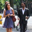 Rosario Dawson au côté de Chris Rock sur le tournage de Finally Famous à New York, le 27 Juin 2013.