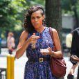 Rosario Dawson arbore sa nouvelle coupe de cheveux, crâne à moitié rasé, sur le tournage de Finally Famous à New York, le 27 Juin 2013.