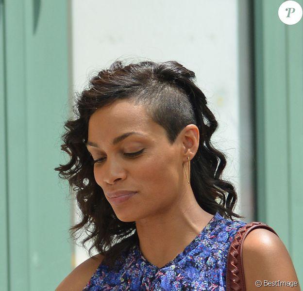 Rosario Dawson avec une nouvelle coupe de cheveux sur le tournage de Finally Famous à New York, le 27 Juin 2013.