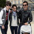 Adeline Blondieau avec son compagnon Laurent Hubert, son fils Aitor et sa fille Wilona lors de l'inauguration de la fête foraine des Tuileries à Paris le 28 juin 2013
