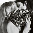 Sienna Miller et son fiancé Tom Sturridge s'illustrent dans la camapgne Trench Kisses de Burberry shootée par Mario Testino