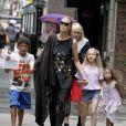 Heidi Klum dans les rues de New York avec ses enfants Lou, Leni et Henry ainsi que sa mère Erna, le 1er juillet 2013.