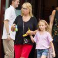 Heidi Klum dans les rues de New York avec ses enfants Lou, Leni, Henry et Johan ainsi que sa mère Erna à New York, le 1er juillet 2013.