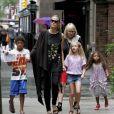 Heidi Klum se promène à New York avec ses enfants Lou, Leni, Henry et Johan et sa mère Erna à New York, le 1er juillet 2013.