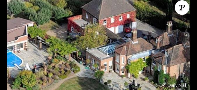 L 39 acteur rupert grint a offert cette maison ses parents for Maison d acteur