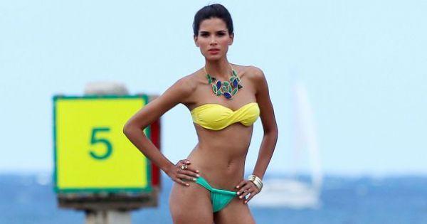 Raica Oliveira : Sance photo sexy pour la plantureuse
