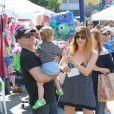 Selma Blair a passé la journée du dimanche 7 juillet 2013 avec son ex-chéri Jason Bleick et leur fils Arthur, au Farmers Market de Studio City à Los Angeles. Au programme : tour en train, château gonflable et découverte des animaux de la ferme.