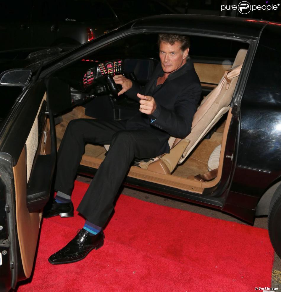 david hasselhoff pose dans la voiture de sa serie k2000 lors d 39 une soiree sur le theme des. Black Bedroom Furniture Sets. Home Design Ideas