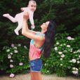 Jade Foret prend la pose avec sa petite Liva durant leurs vacances aux Hamptons, aux Etats-Unis en juillet 2013 - Instagram