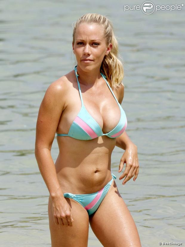 Exclu - Kendra Wilkinson superbe à Hawaii, les 5 et 6 juillet 2013.