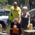 Exclu - Kendra Wilkinson passe ses vacances en famille avec son compagnon Hank Baskett et leur fils Hank à Hawaii, les 5 et 6 juillet 2013.