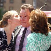 Bryan Cranston (Breaking Bad) : Etoilé et ému au côté de sa femme et de sa fille