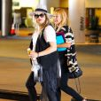 Fergie enceinte et sa mère Theresa Ann Ferguson dans un centre commercial à Los Angeles, le 14 juillet 2013.