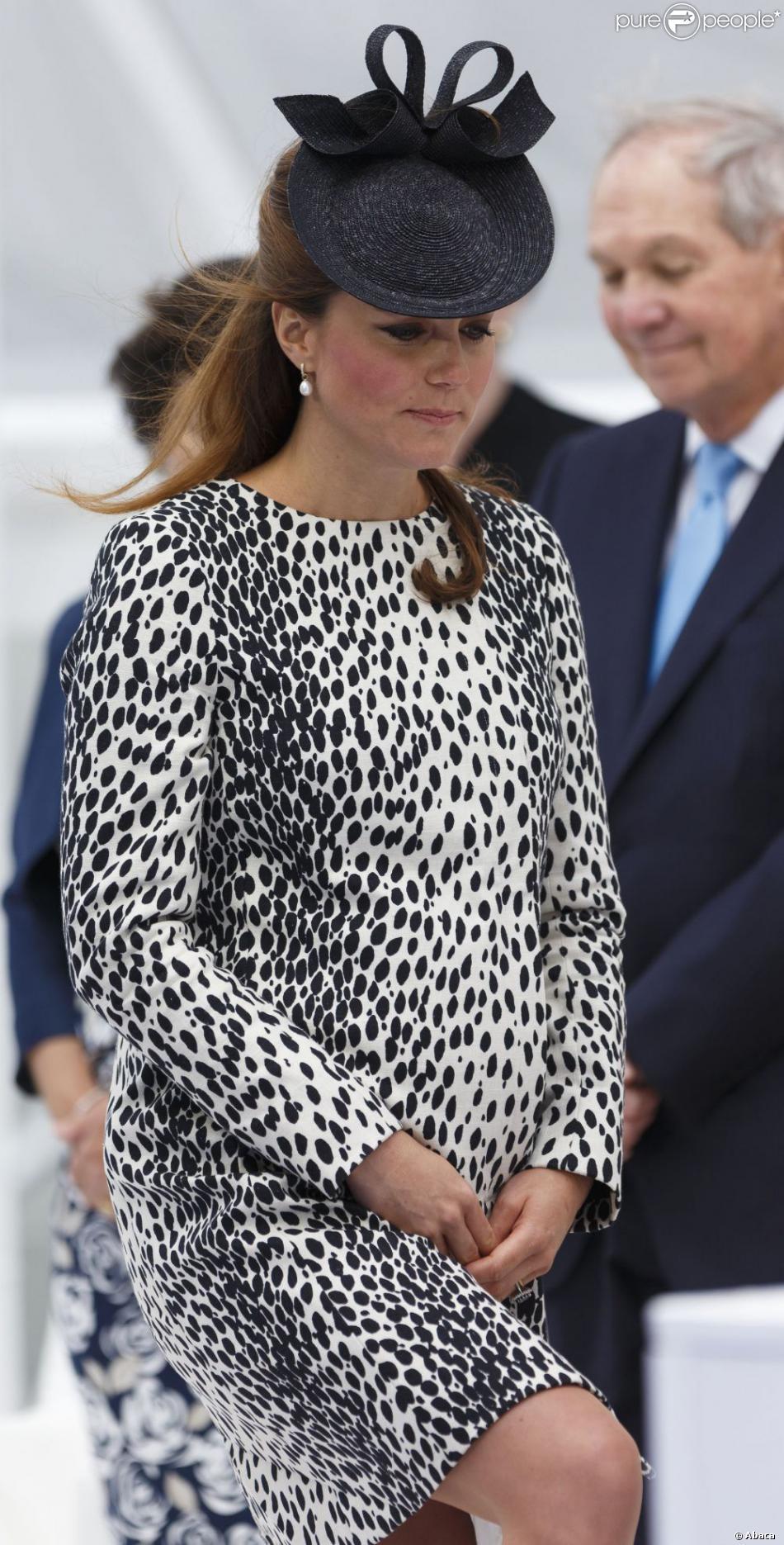 kate middleton les 10 meilleurs looks de grossesse de la maman du royal baby. Black Bedroom Furniture Sets. Home Design Ideas