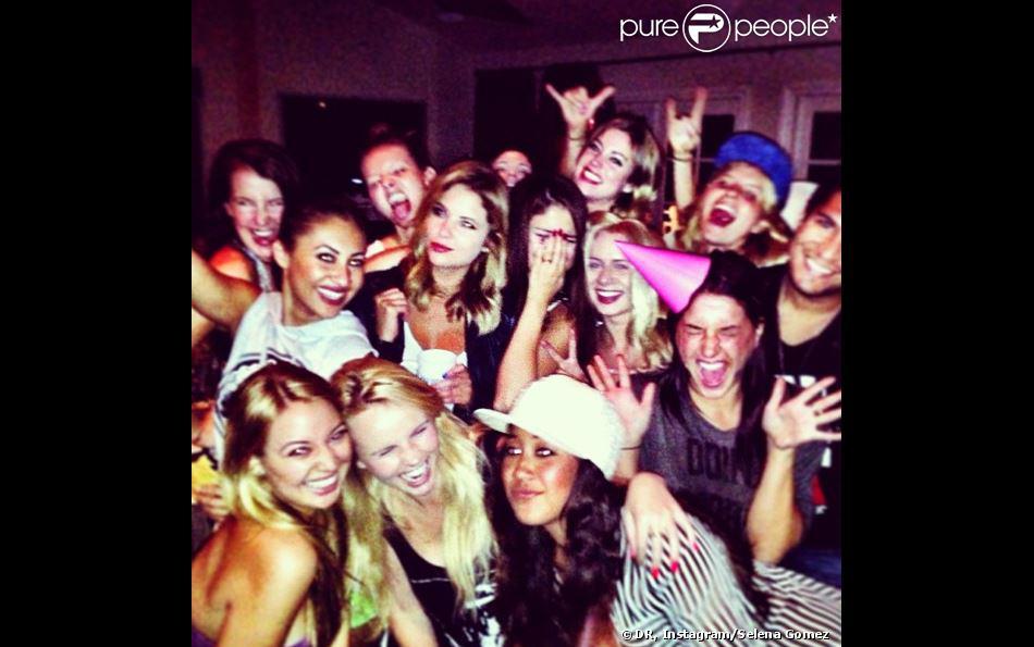 Selena Gomez a fêté ses 21 ans, entourée de ses amis, le 22 juillet 2013.