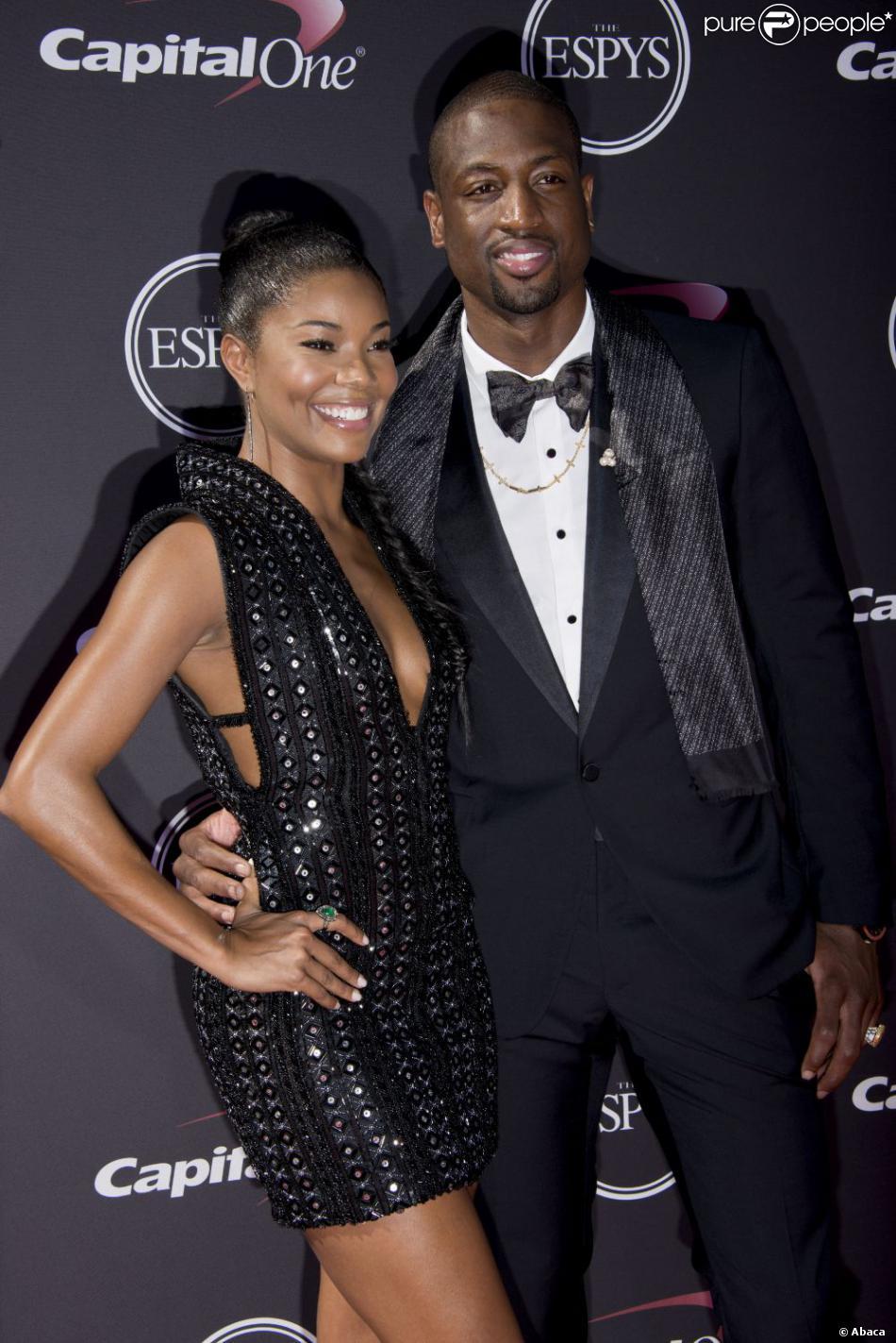 0299b136a9ac0 Dwyane Wade  La star NBA fait la paix avec son ex-femme... contre un ...