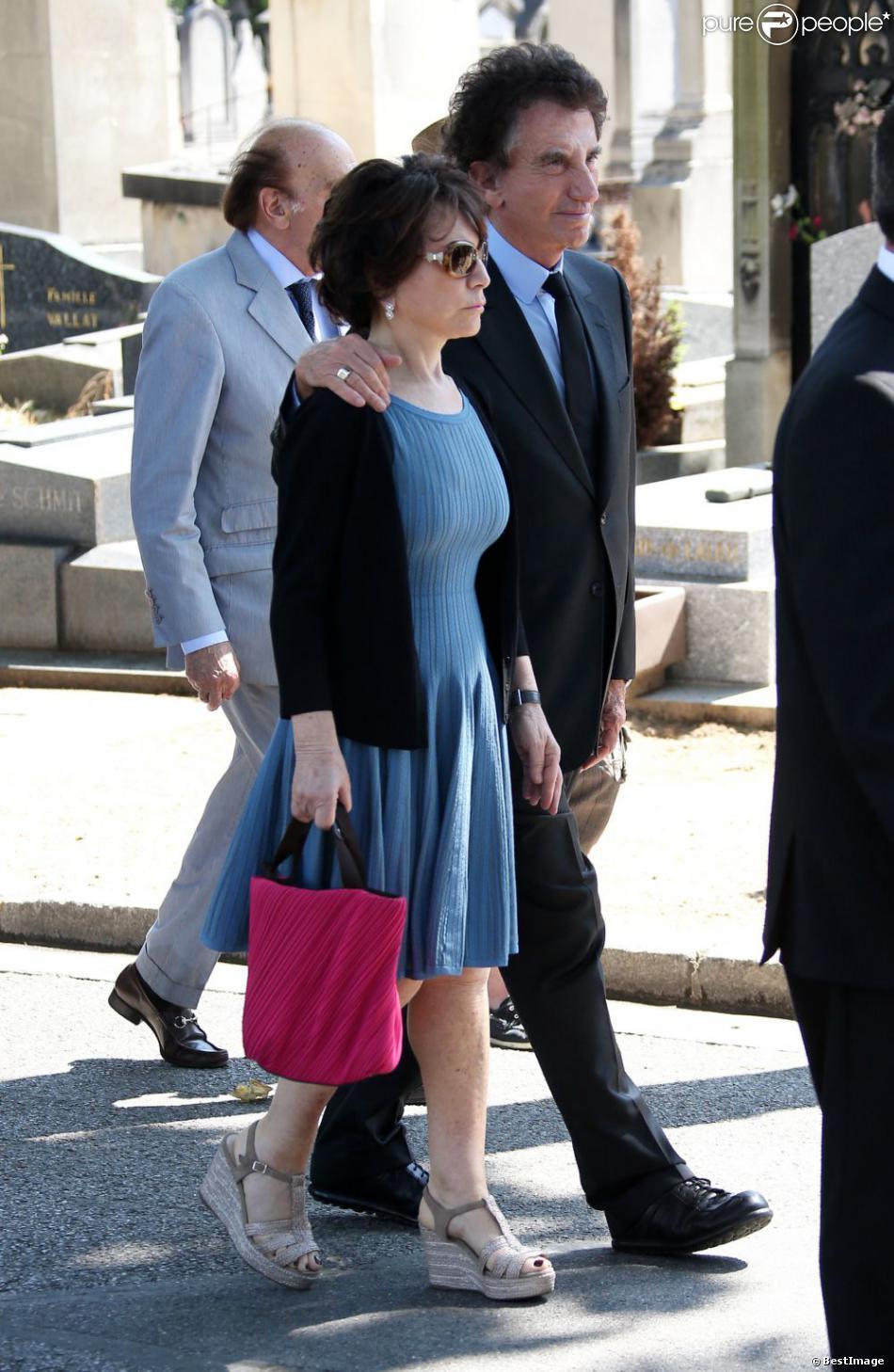 Jack Lang et sa femme Moniqueaux obsèques de Valérie Lang au cimetière de Montparnasse à Paris le 25 juillet 2013