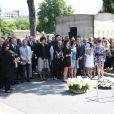 Bernard Kouchner, Jack Lang, sa femme Monique et leur familleaux obsèques de Valérie Lang au cimetière de Montparnasse à Paris le 25 juillet 2013