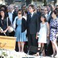 Jean Benguigui, Jack Lang, sa femme Monique, leur fille Caroline et leur famille - Obseques de Valerie Langaux obsèques de Valérie Lang au cimetière de Montparnasse à Paris le 25 juillet 2013