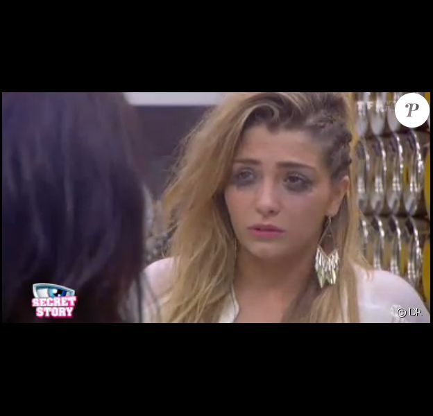 Clara en larmes dans la quotidienne de Secret Story 7 sur TF1 le samedi 27 juillet 2013