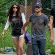 Taylor Lautner et sa nouvelle chérie Marie Avgeropoulos se baladent à SoHo, New York, le 29 juillet 2013.
