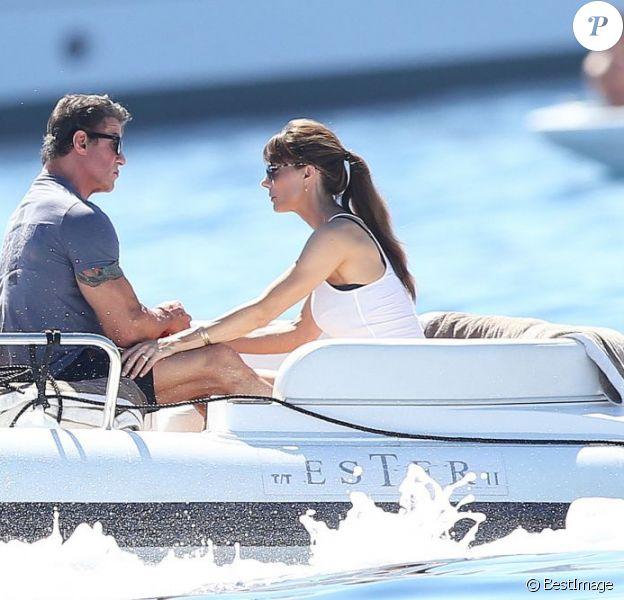 Sylvester Stallone avec sa femme Jennifer Flavin in love en vacances à bord d'un yacht de luxe le 1er août 2013, au large de Saint-Jean-Cap-Ferrat.
