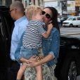 Robin Thicke avec sa femme Paula Patton et son fils Julian dans les rues de New York, le 31 juillet 2013.