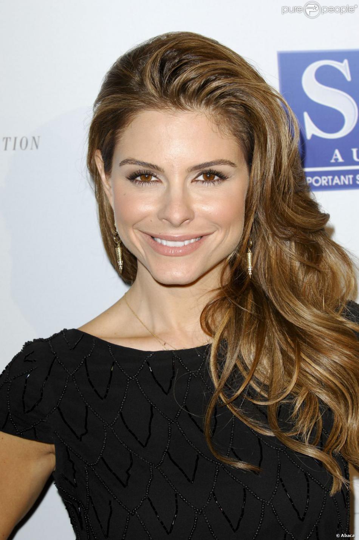 Maria Menounos, charmante lors du 13e gala de la Fondation Harold et Carole Pump à Beverly Hills le 9 août 2013