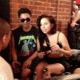 Lady Gaga s'éclate avec des amis au bar The Abbey à West Hollywood, Los Angeles. Le 11 août 2013