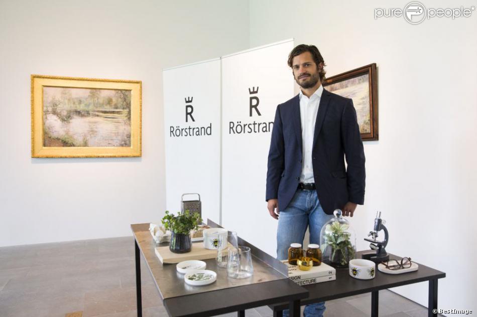 Le prince Carl Philip de Suède présentait le 12 août 2013 à Stockholm une collection de porcelaine de la marque Rörstrand figurant cinq motifs d'espèces animales et végétales menacées, répertoriées sur la liste rouge de l'agence suédoise pour la protection de l'environnement.