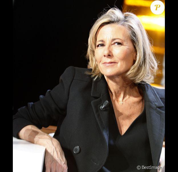 Claire Chazal pose à Paris en décembre 2012