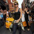 Rihanna quitte la boutique Intermix située sur Madison Avenue à New York, le 22 août 2013.