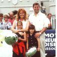 Sarah Ferguson et le prince Andrew, duc d'York, avec leurs filles Beatrice et Eugenie au golf de Wentworth en 1997, un an après leur divorce.