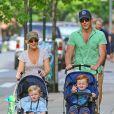 Amy Poehler, son mari Will Arnett et leurs enfants à New York, le12 mai 2012.