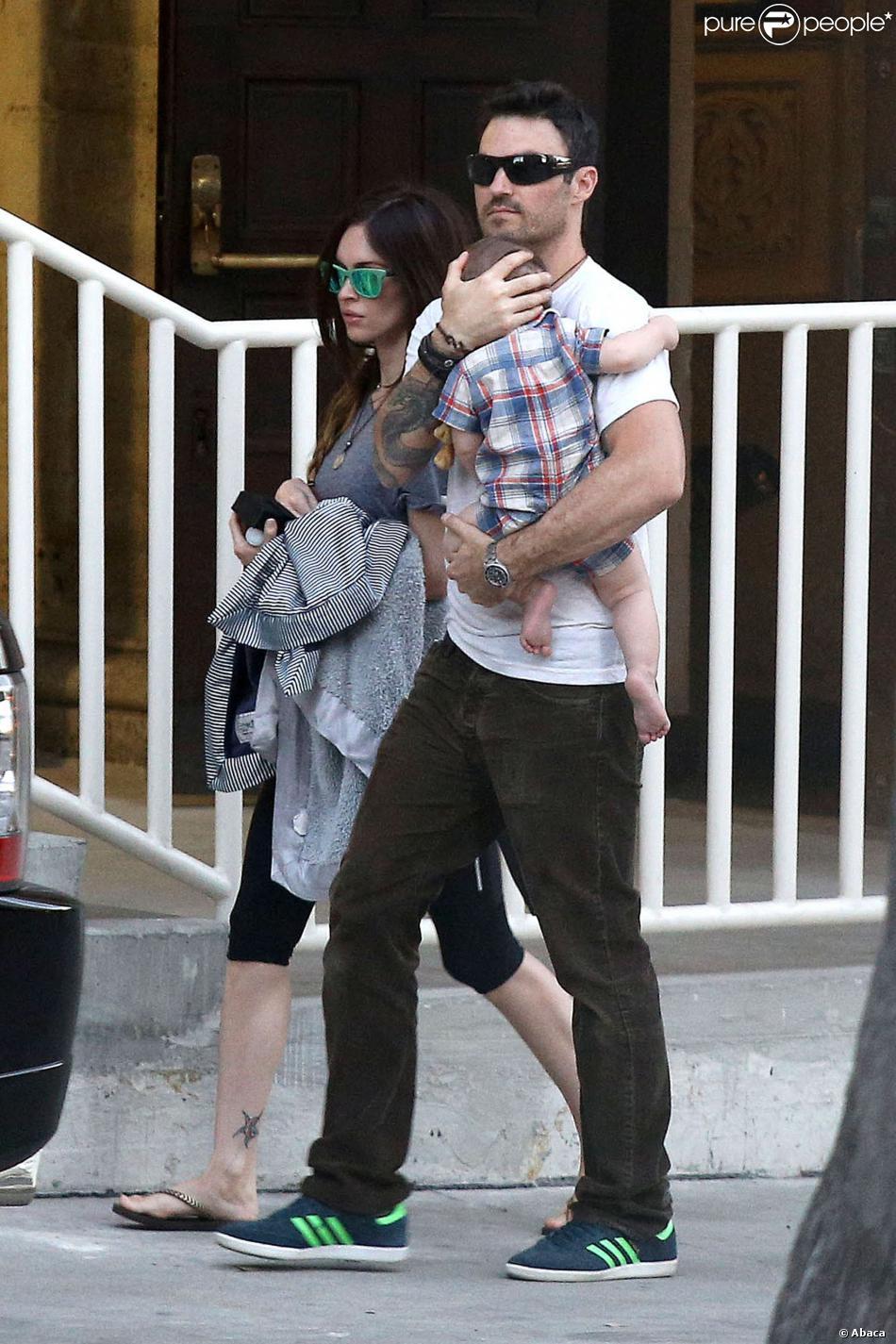 Megan Fox (enceinte) et son mari Brian Austin Green de sortie avec leur fils Noah à Los Angeles, le 25 août 2013.