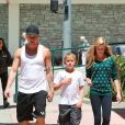 Ryan Phillippe et ses enfants Ava et Deacon à Brentwood, le 25 août 2013.