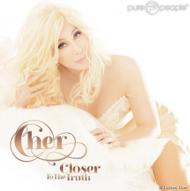 La chanteuse Cher a dévoilé les visuels de l'album Closer to the truth sur Twitter, le 29 août 2013.