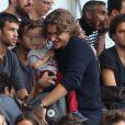 Jean Sarkozy et son fils Solal lors de la rencontre de Ligue 1 entre le PSG et Guingamp (2-0), au Parc des Princes, le 31 août 2013.