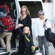 Angelina Jolie arrive à Sydney avec ses enfants Shiloh, Maddox, Pax, Zahara, Vivienne et Knox, le 6 septembre 2013.